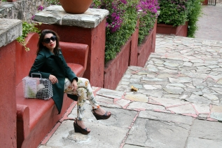 Gafas Mango, Trench Blue Sand, Leggings Stradivarius, Zapatos Marco Calzature